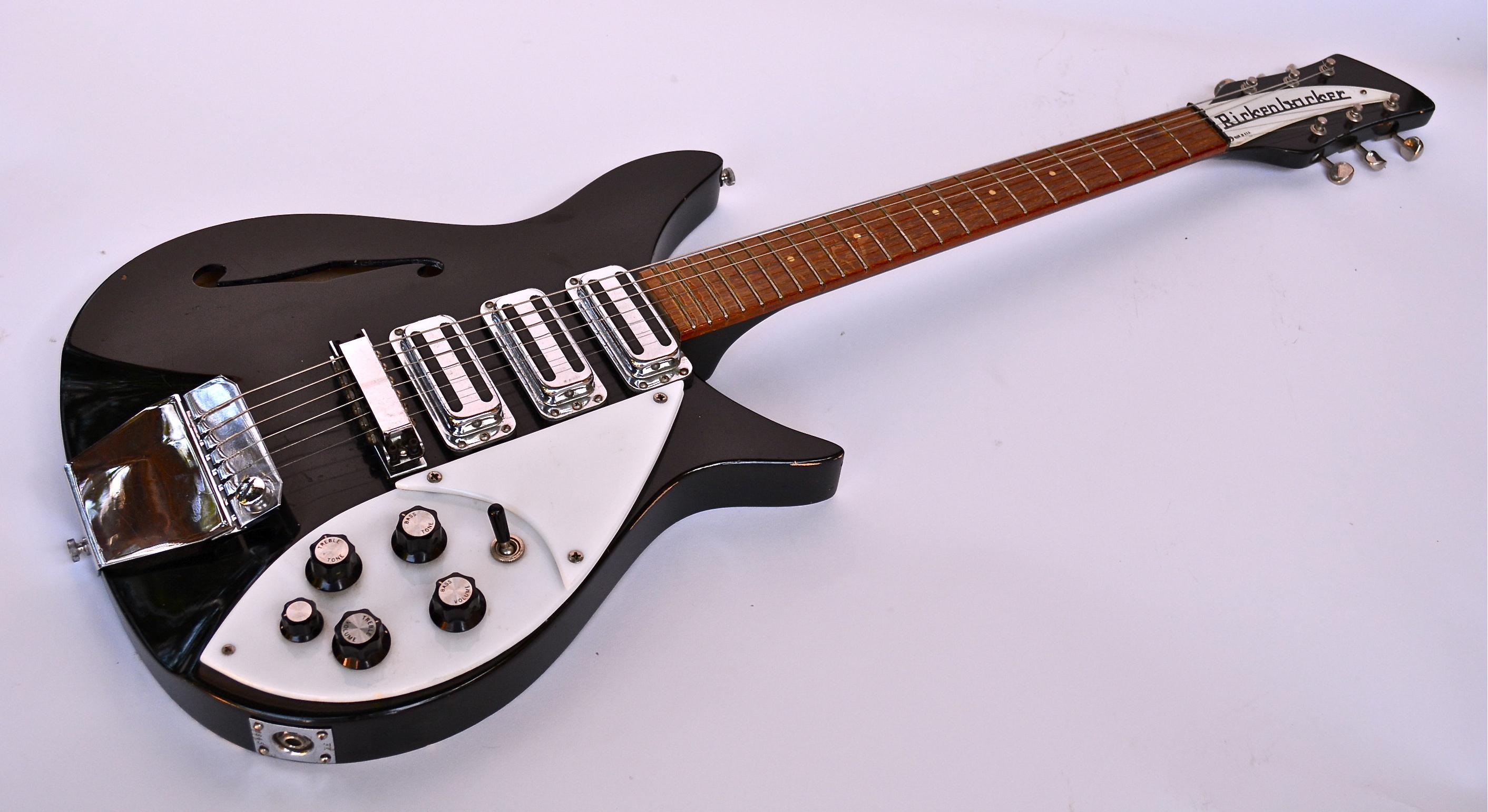 1966 Rickenbacker 325 (John Lennon)